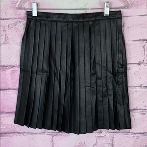 H&M black faux leather pleated mini skirt 6 NWT